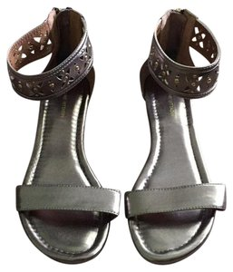 Adrienne Vittadini Cut-out Zipper Pet/smoke Free Gold Sandals