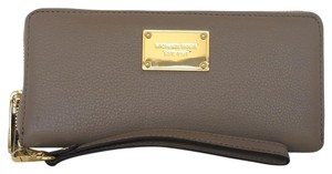 MICHAEL Michael Kors Wristlet in Light Brown