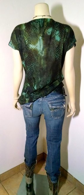 Kenneth Cole Size Medium Cowl Neck Stretchy P1120 Top blue, green