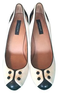 Ann Taylor White with black toe Pumps