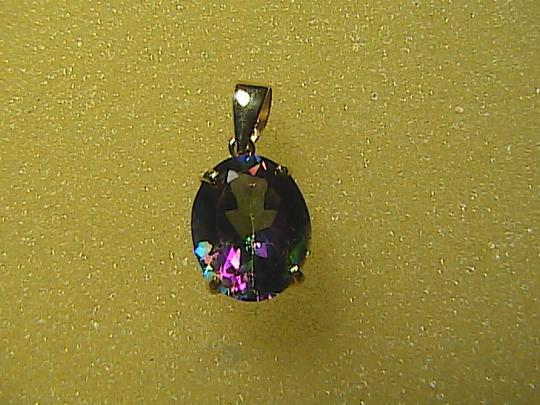 Unknown 3.2 cts 10k Yellow Gold Mystic Topaz Pendant