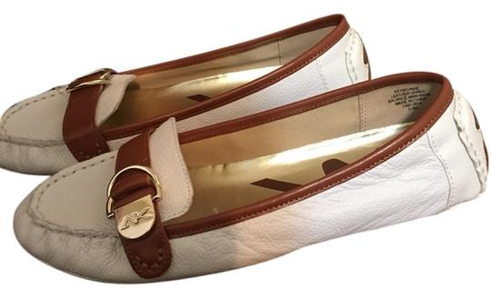 Preload https://item1.tradesy.com/images/anne-klein-flats-size-us-6-regular-m-b-1709115-0-0.jpg?width=440&height=440