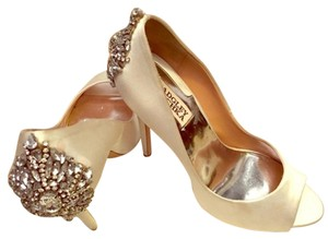 Badgley Mischka Bridal Occasion Satin Ivory Pumps