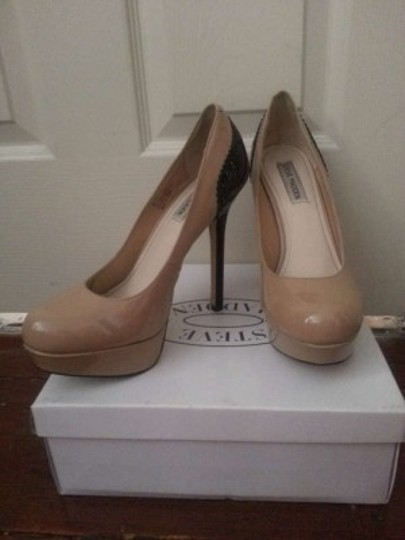 Steve Madden Pumps Patent Leather Skyhigh Like New 9 Size 9 Nude and Black Platforms