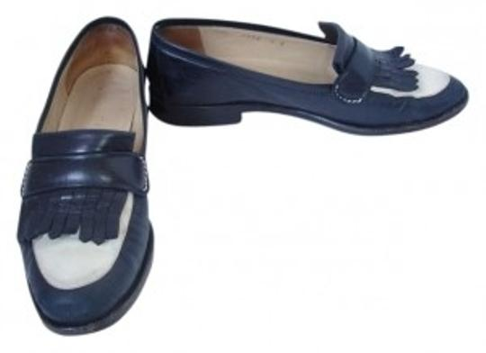 Preload https://img-static.tradesy.com/item/171124/gucci-dark-navy-and-cream-vintage-leather-moccasin-loafers-with-fringe-flats-size-us-6-0-0-540-540.jpg