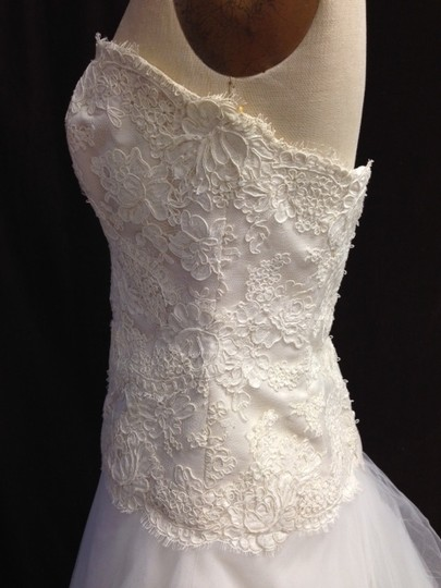 Monique Lhuillier Light Ivory Lace Tulle Tasha X Strapless Lightweight Ballgown Aline Circle Skirt Traditional Dress Size 8 (M)