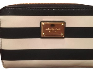 MICHAEL Michael Kors Wristlet in Navy And White