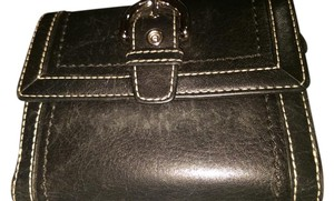 Coach COACH SMALL YET ROOMY LEATHER WALLET