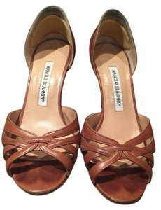 Manolo Blahnik luggage brown Pumps