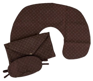 Louis Vuitton Multitonal brown LC monogram fabric Louis Vuitton travel sleep set