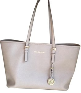 Michael Kors Tote in Tan saffiano leather