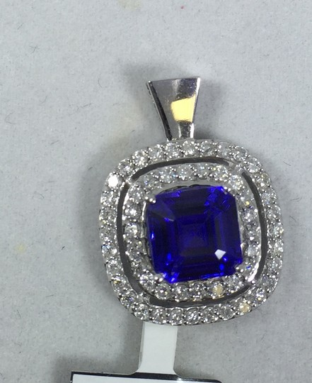 Other CLASSY CUSHION SHAPE STARBURST CUT TANZANITE SET. EARRING TANZANITE 2.10 CT & 0.65CT (TOTAL) DIAMOND, PENDANT TANZANITE 2.15 CT & 0.85 CT IN FOUR-STONE SETTING 14KT WHITE GOLD Image 2