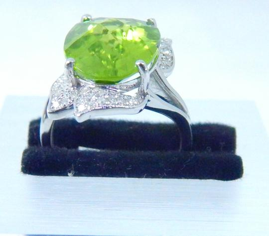 Other APPEALING OVAL SHAPE STARBURST CUT PERIDOT RING 7.5 CT. 0.5 (TOTAL)DIAMOND IN SHANK/SPLIT-SHANK 14KT WHITE GOLD Image 1
