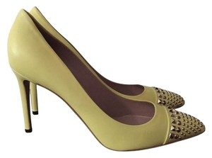 Gucci Metallic Embellished Textured yellow Pumps