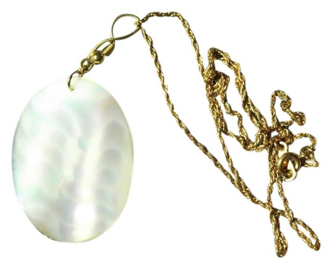 White Of Pearl A Gold Chain Necklace White Of Pearl A Gold Chain Necklace Image 1