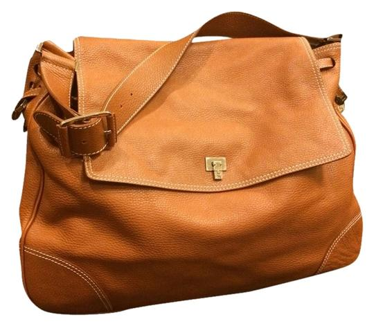Preload https://item1.tradesy.com/images/lambertson-truex-shoulder-camel-leather-weekendtravel-bag-1714795-0-0.jpg?width=440&height=440