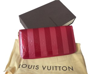 Louis Vuitton Authentic Louis Vuitton Limited edition Rayures zippy wallet
