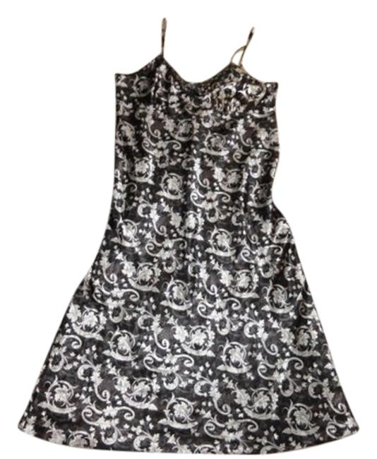 Item - Black and White XL One Piece Nightgown Soft Material Freefit Bust Area Mid-length Short Casual Dress Size 16 (XL, Plus 0x)