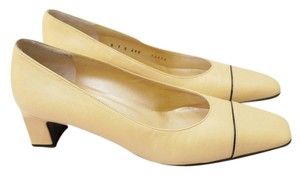 St. John Leather Size 7 Beige Pumps