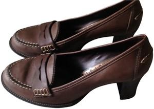 Michelle D brown Pumps