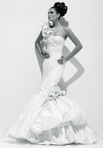 Ines Di Santo Francine X Mermaid Italian Silk Taffeta Vanilla Sweetheart 3d Flowers Wedding Dress