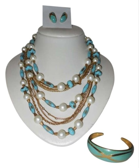 Preload https://item1.tradesy.com/images/turquoise-gold-and-faux-pearl-vintage-necklace-with-earrings-bracelet-171795-0-0.jpg?width=440&height=440