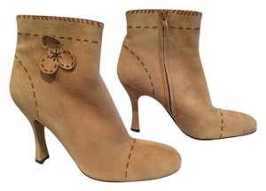 Lisa Loves Vicky Stitching PRICE REDUCTION Beige suede leather almond toe leather lining Boots