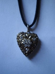 Handmade New goldtone heart w/crystals necklace