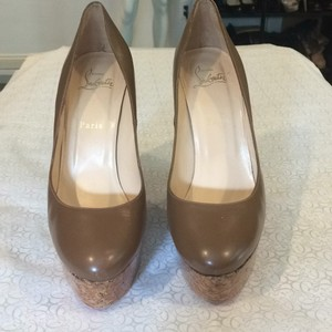 Christian Louboutin Spring Summer TAN Pumps