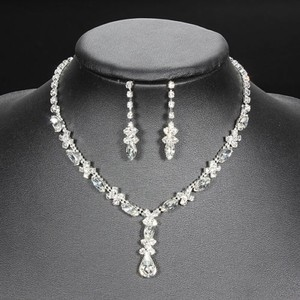 Fashion Crystal Rhinestones Drop Necklace Earring Jewelry Set