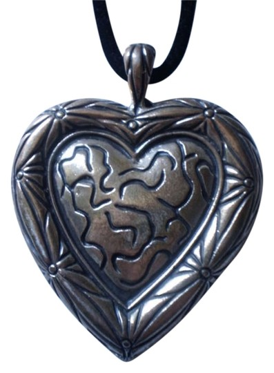 Preload https://img-static.tradesy.com/item/171950/silver-new-large-heart-necklace-0-0-540-540.jpg