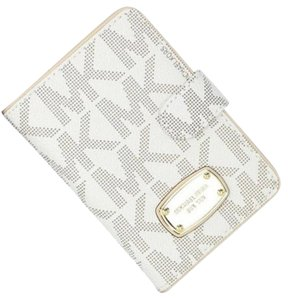 Michael Kors Crossbody Passport Case 885949324581 Vanilla Gold Clutch
