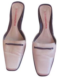 BCBGMAXAZRIA Creamy Pink Low Heel Cream/Pink/Brown Mules