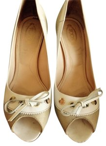 Tod's Nude/white Pumps