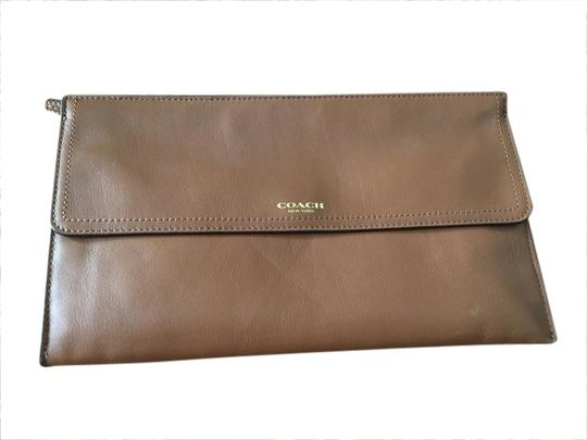 Preload https://item1.tradesy.com/images/coach-brown-leather-clutch-1720295-0-0.jpg?width=440&height=440