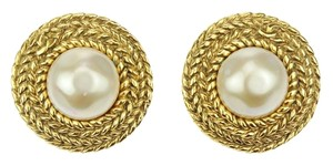 Chanel Chanel Vintage Pearl Gold Round Clip On Earrings