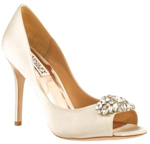 Badgley Mischka Lavender Ii Ivory Pumps