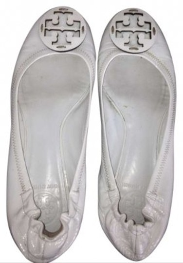 Preload https://item3.tradesy.com/images/tory-burch-white-patent-leather-flats-size-us-8-172072-0-0.jpg?width=440&height=440