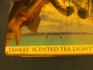 Coconut Bay Scented Tea Light Yankee Candle