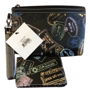 Sydney Love Wristlet in Black