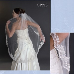 Ivory Medium Alencon Lace Edge Bridal Veil