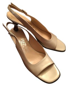 Salvatore Ferragamo Elegant Classic Cream Pumps