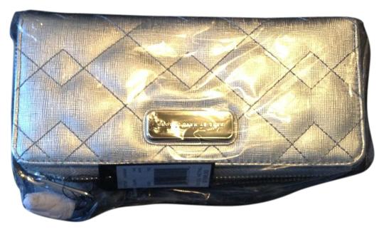 Preload https://img-static.tradesy.com/item/17219392/marc-by-marc-jacobs-silver-new-slim-ziparound-in-wallet-0-2-540-540.jpg