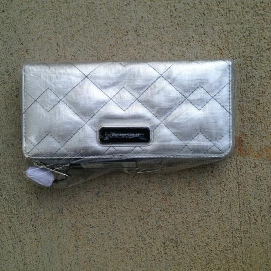 Marc by Marc Jacobs NEW Marc by Marc Jacobs Slim Ziparound Wallet in Silver $198 Image 3