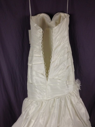 Diamond White Taffeta P922 Feminine Wedding Dress Size 6 (S)
