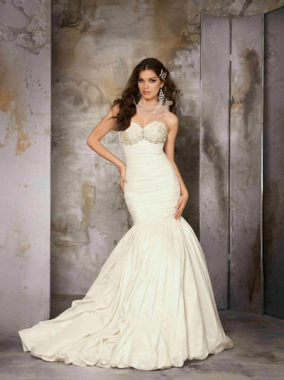 Preload https://img-static.tradesy.com/item/1722284/coco-anais-white-taffeta-and-lace-an152-feminine-wedding-dress-size-8-m-0-0-540-540.jpg