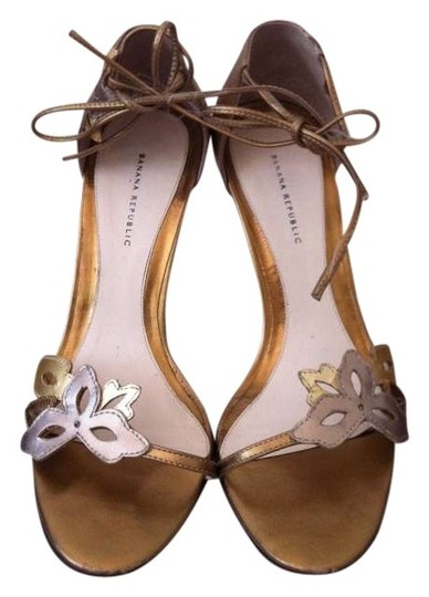 Preload https://item2.tradesy.com/images/banana-republic-floral-gold-and-silver-sandal-formal-shoes-size-us-55-172261-0-0.jpg?width=440&height=440