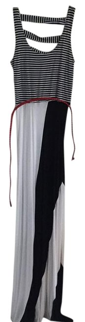 Preload https://img-static.tradesy.com/item/17230222/black-and-white-long-casual-maxi-dress-size-4-s-0-1-650-650.jpg