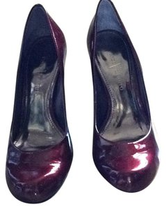Vince Camuto Deep red Pumps