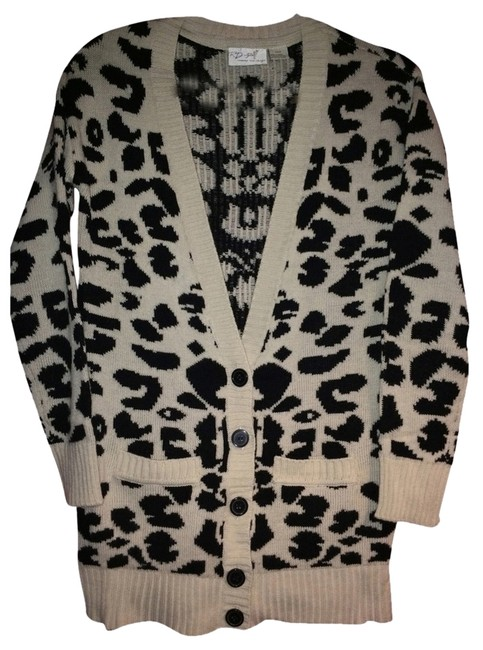 Research & Design Style Cardigan